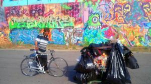 Jason Witt, the Olympic champion of recycling, hauls a shopping cart with trash. Credit: Chihiro Wimbush