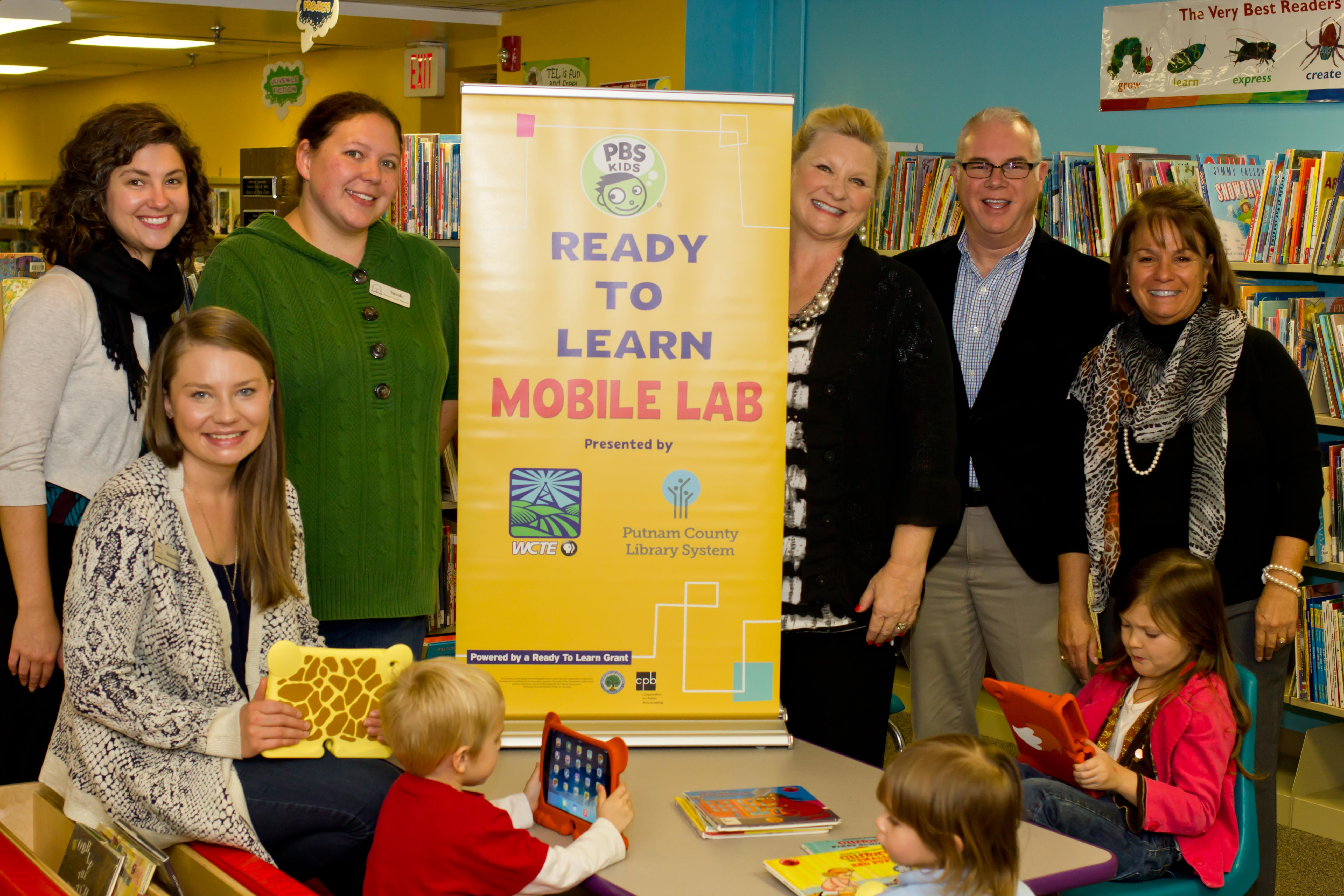 WCTE donates five iPad minis to the Putnam County Library's Ready To Learn Mobile Lab